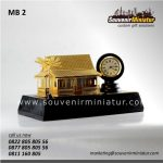 souvenir miniatur bangunan rumah adat