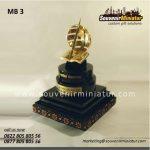 souvenir miniatur bangunan monumen universitas terbuka