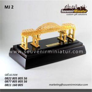 Souvenir Miniatur Jembatan Kali Mujur