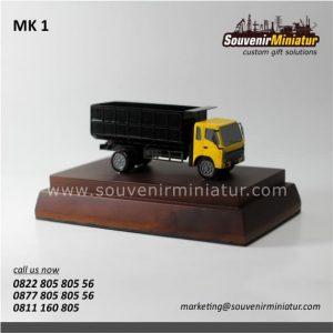 Souvenir Miniatur Truk Unik