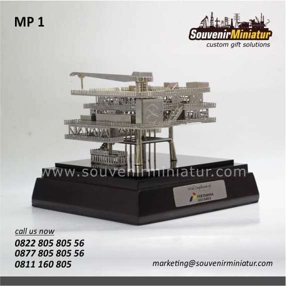 souvenir miniatur rig offshore