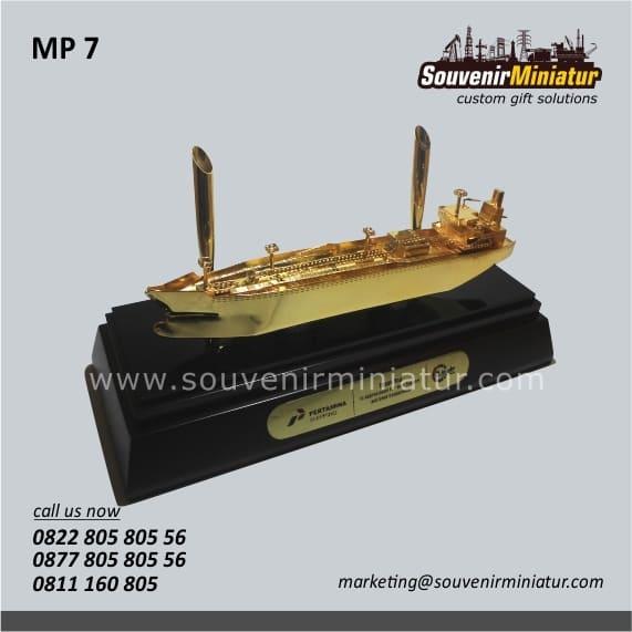 souvenir miniatur kapal tanker pertamina