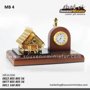 souvenir miniatur jam meja