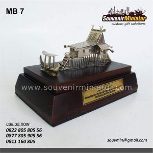 Souvenir Miniatur Rumah Adat Kalima