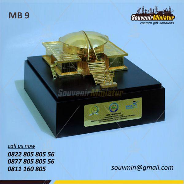 Souvenir Miniatur Bangunan MPR Piala Bergilir