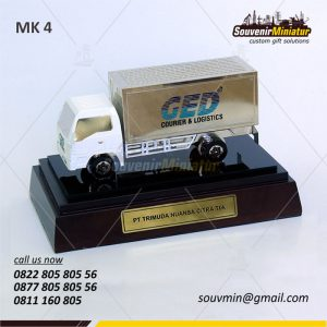 Souvenir Miniatur Truk PT Trimuda N