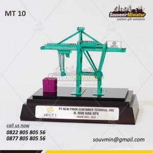 Souvenir Miniatur Crane PT New Priok