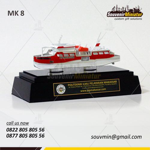 Souvenir Miniatur Kapal Politeknik Ilmu Pelayaran Makasar