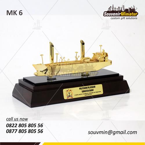 Souvenir Miniatur Kapal Politeknik Pelayaran Sumbar