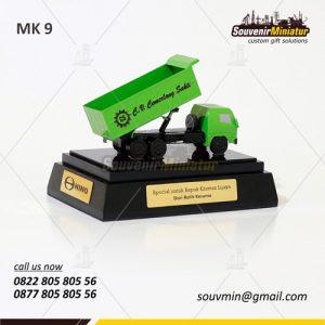 Souvenir Miniatur Truck CV Cemerlan