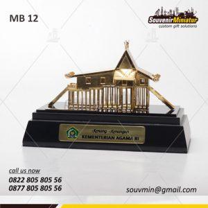 Souvenir Miniatur Rumah Adat Kenang Kenangan Kementrian Agama Republik Indonesia