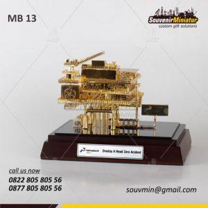Souvenir Miniatur Rig Offshore PT Pertamina