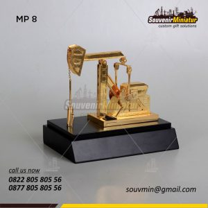 Souvenir Miniatur Angguk Gerak