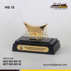 Souvenir Miniatur Bangunan Rumah Adat Sulsel