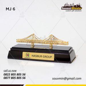 Souvenir Miniatur Jembatan Hasnur
