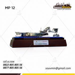 Souvenir Miniatur Kapal FSO Gagak Rimang SKK Migas