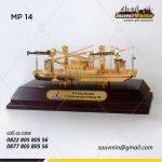 Souvenir Miniatur Kapal Ratu Kumala PT Pelita Samudera Shipping