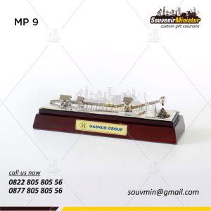 Souvenir Miniatur Pertambangan Conveyor Tambang Batu Bara Hasnur Group