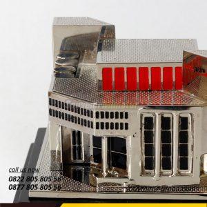 MB40 Miniatur Gedung Bank Jatim Perusahaan