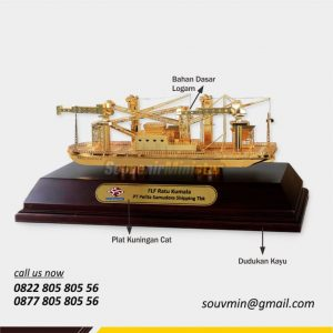 Souvenir Miniatur Eksklusif Kapal FLF Ratu Kumala