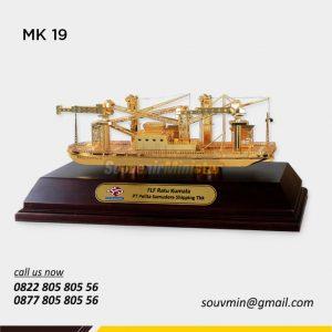 Souvenir Miniatur Kapal Ratu Kumala