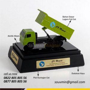 MK20 Miniatur Truck Hino CV Merpati