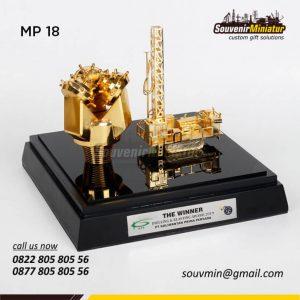 Souvenir Miniatur Drilling Oil