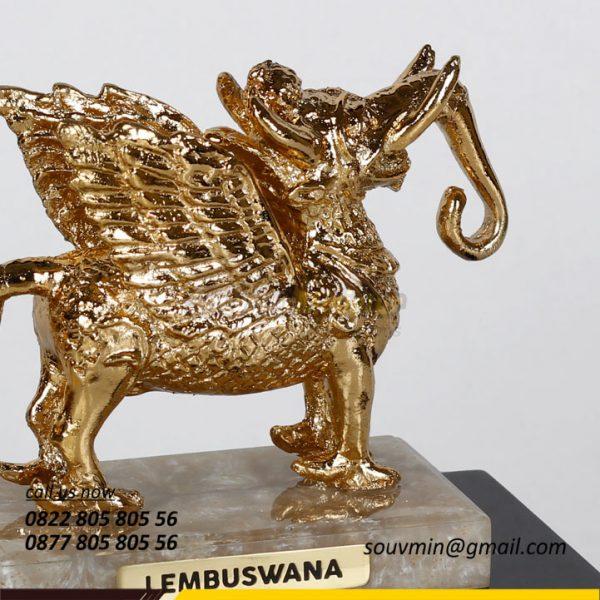 Detail Souvenir Miniatur Lembuswana Pengurus Bhayangkari Kutai Kartanegara