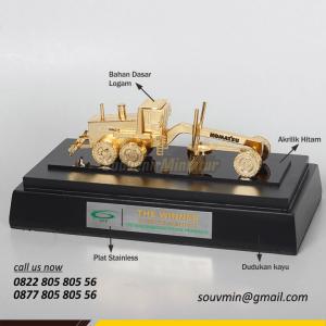 Souvenir Miniatur Grader