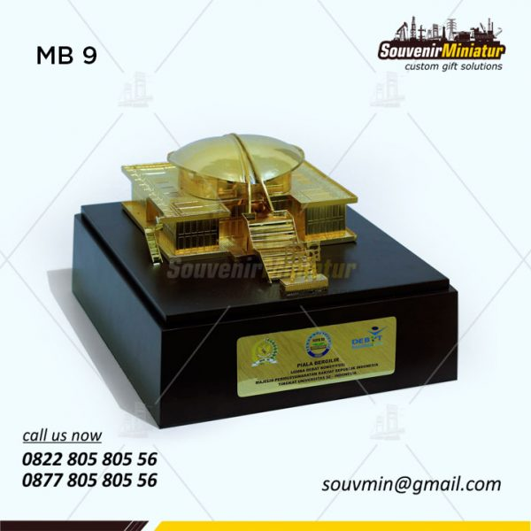 Miniatur Gedung MPR