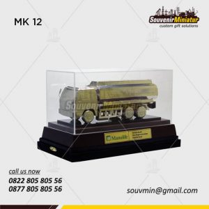Souvenir Miniatur Truck Manulife