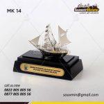Souvenir Miniatur Kapal Layar