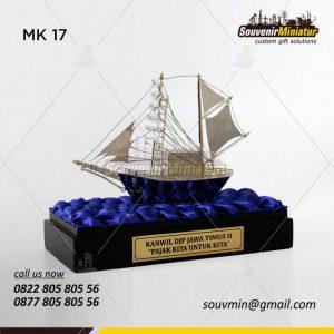 Souvenir Miniatur Kapal Layar Kanwil DJP