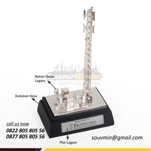 Detail Elemen Miniatur Tower BTS Protelindo