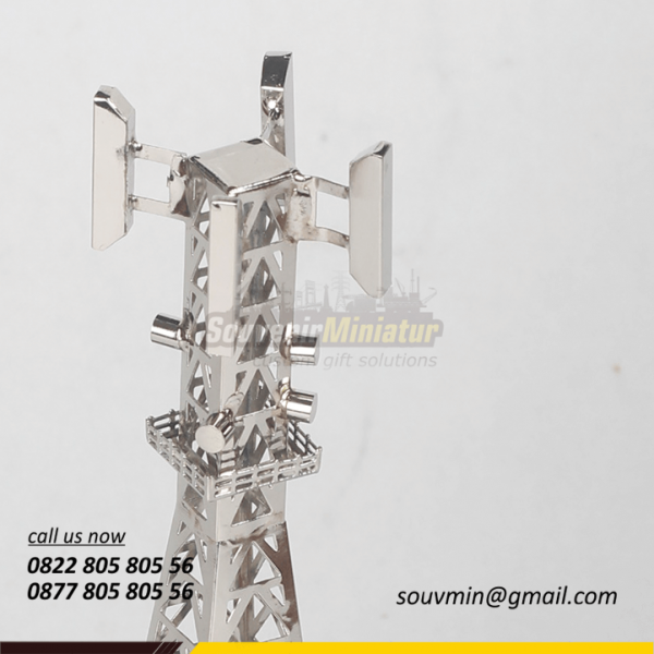 Detail Miniatur Tower BTS Centratama
