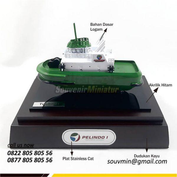 Detail Souvenir Miniatur Kapal Tugboat Pelindo 1