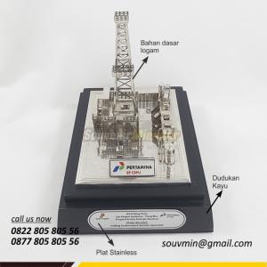 Souvenir Miniatur Rig Onshore Pertamina EP Cepu