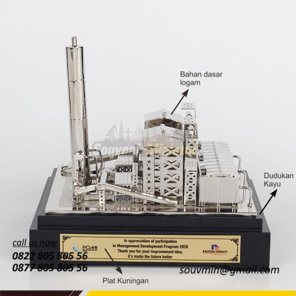 Detail Depan Souvenir Miniatur PLTU Paiton Energi