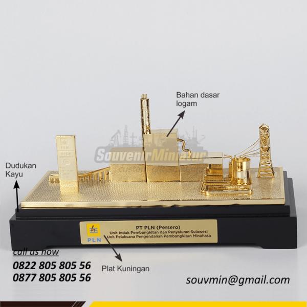 Detail Depan Souvenir Miniatur Unit Induk PLN Sulawesi