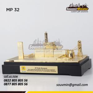 Souvenir Miniatur Unit Induk PLN Su