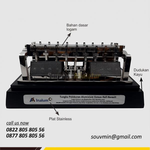 Detail Souvenir Miniatur Tungku Pelebur Alumunium