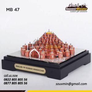 Souvenir Miniatur Bangunan Masjid 99 Kubah Makassar