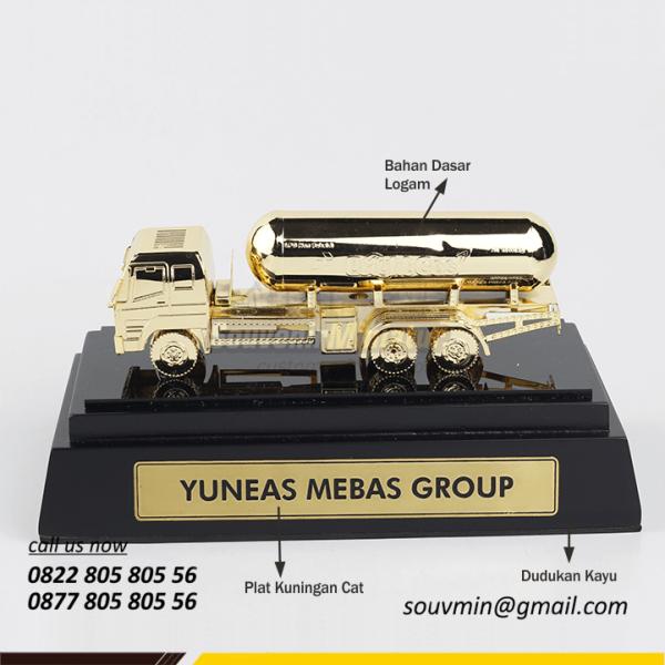 desain miniatur truk