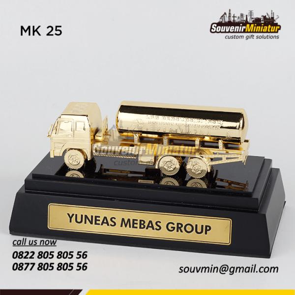 Souvenir Miniatur Kendaraan Truk LPG Bersubsidi