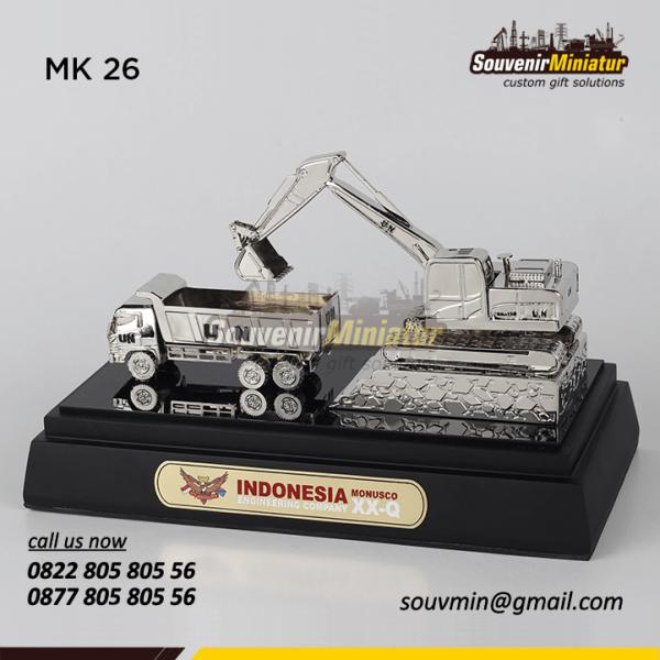 Souvenir Miniatur Kendaraan Truk dan Eksavator Monusco